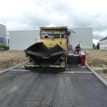 SF-Bau-asphaltieren der Zufahrt-Schlüsselfertigbau