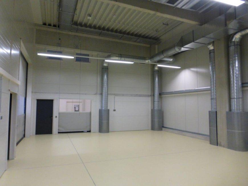 SF-Bau-Hallenausbau mit Bodenbeschichtung-Schnelllauftore-Schlüsselfertigbau