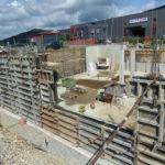 Erste Betonwände und Stützen fertig