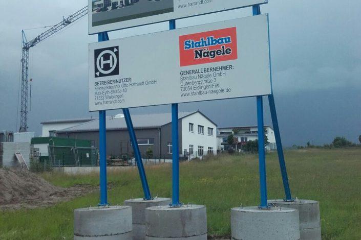 SF-Bau-Aufstellung Bauschild-Schlüsselfertigbau