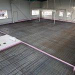 SF-Bau-Verkleidung der Halle mit Isowand-Vorbereitung Bodenplatte-Kuntze Süssen-Stahlbau-Schlüsselfertigbau