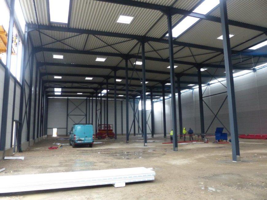 I-Bau-Verkleidung Logistikhalle mit Isowand-Unterensingen-Industriebau-Komplettbau