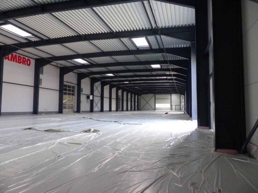 I-Bau-Innenansicht Produktionshalle-Unterensingen-Stahlbau-Komplettbau-Industriebau