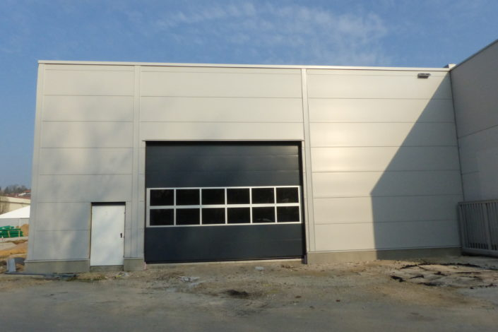 I-Bau-Ansicht Produktionshalle Sektionaltore-Unterensingen-Stahlbau-Komplettbau-Industriebau