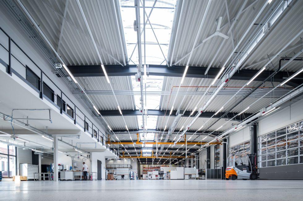 SF-Bau-Neubau Fertigungs- und Montagehalle mit Büro- und Sozialräumen und Außenanlagen-Leutenbach-Industriebau-Stahlbau-Schlüsselfertigbau
