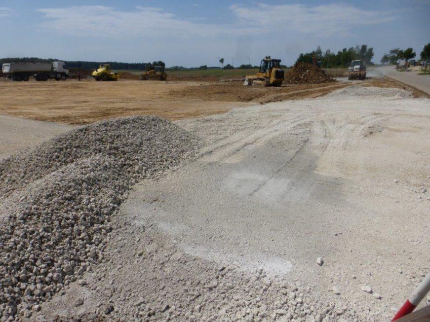 SF-Bau-der BAugrund wird vorbereitet-Türkheim-Neubau Produktionshalle mit Büro- und Sozialgebäude-Stahlbau-Schlüsselfertigbau