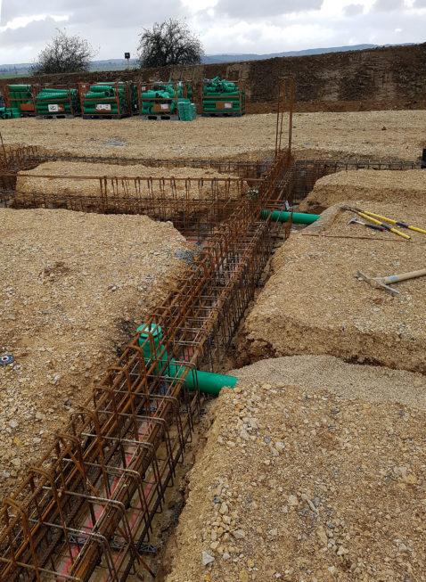 SF-Bau-Arbeit am Fundament-Neubau Autohaus mit Ausstellungsraum-Böhmenkirch-Stahlbau-Schlüsselfertigbau