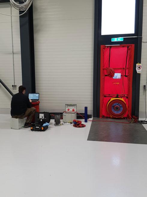 SF-Bau-Blower-Door-Test bestanden-Neuabu Produktionshalle mit Büro- und Sozialgebäude Türkheim-Stahlbau-Schlüsselfertigbau