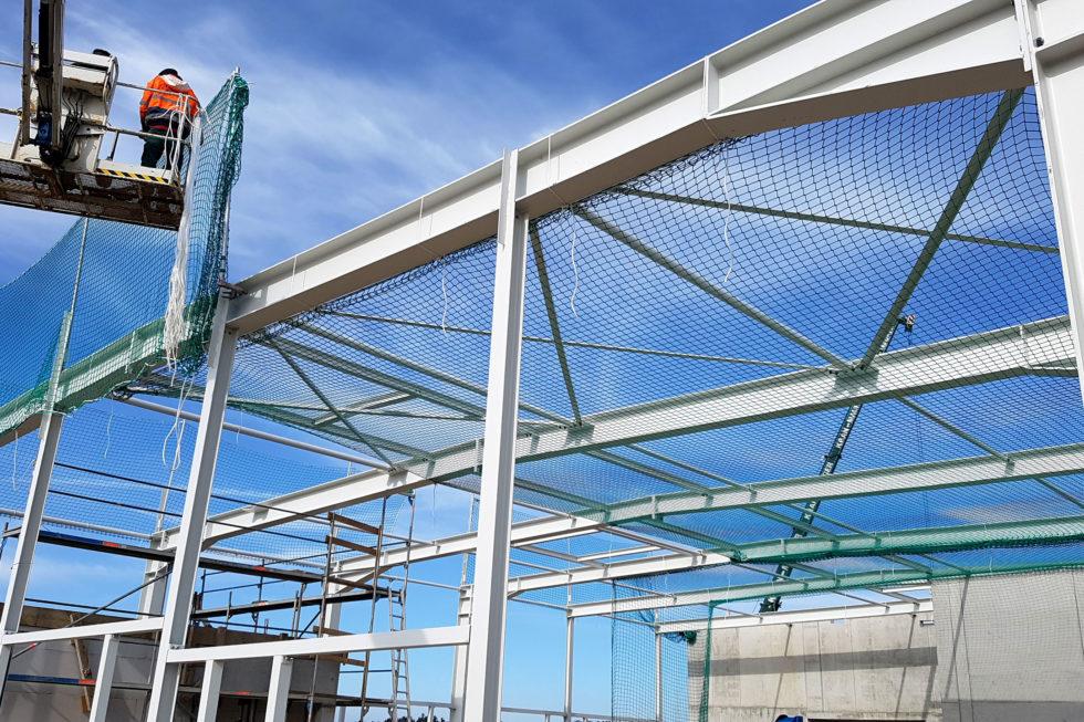 SF-Bau-Gerüste-Netze-Treppe-Neubau Autohaus mit Ausstellungsraum-Böhmenkirch-Stahlbau-Schlüsselfertigbau