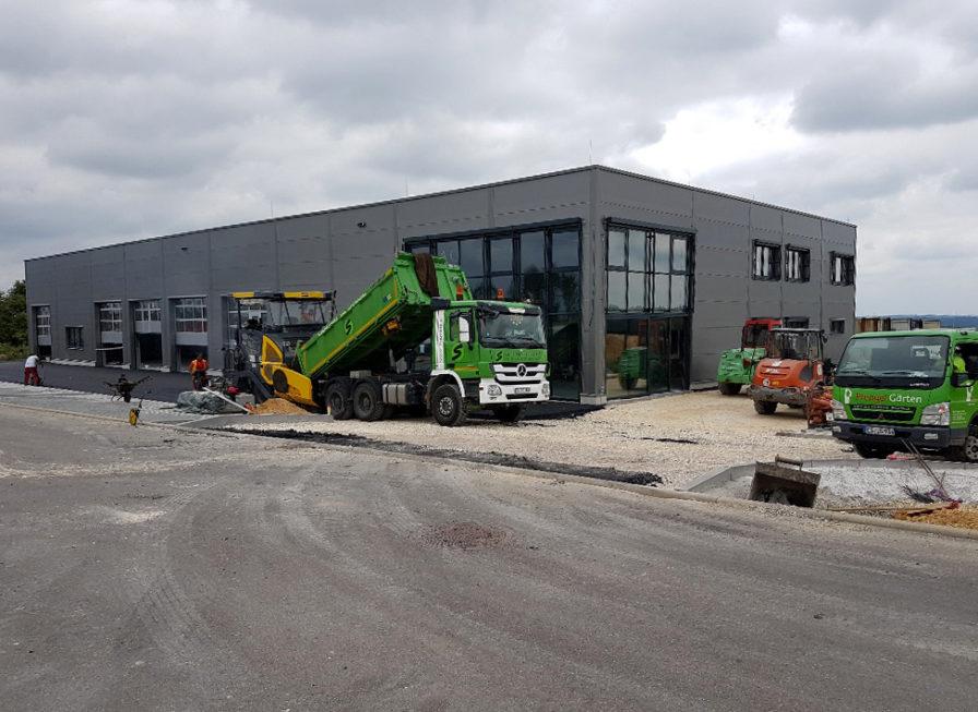 SF-Bau-Innenausbau-Außenbereich Parkplätze-Neubau Autohaus mit Ausstellungsraum-Böhmenkirch-Stahlbau-Schlüsselfertigbau
