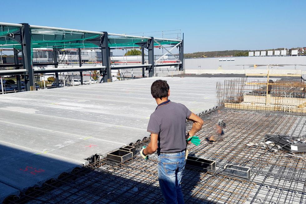 SF-Bau-Decke über Büro-Erweiterung best. Halle mit Büro-Jebenhausen-Stahlbau-Schlüsselfertigbau