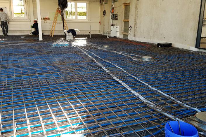 SF-Bau-Bodenplatte mit Betonkerntemperierung-Remshalden-Neubau Autohaus mit Werkstatt und Ausstellungshalle-Stahlbau_Schlüsselfertigbau