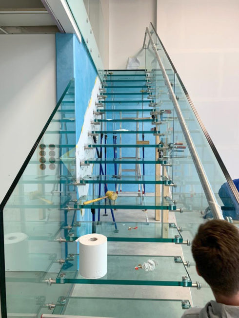 SF-Bau-Einbau Glastreppe-Außenanlagen-Anbau best. Halle-Zell-Stahlbau-Schlüsselfertigbau
