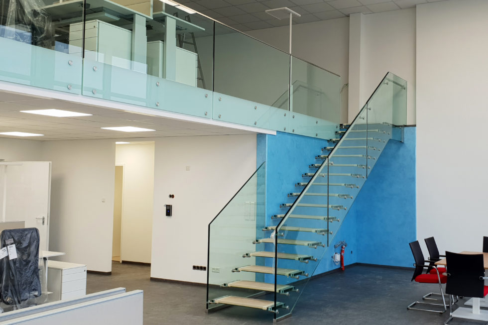 SF-Bau-Anbau best. Lagerhalle-Glastreppe-Zell-Stahlbau-Schlüsselfertigbau