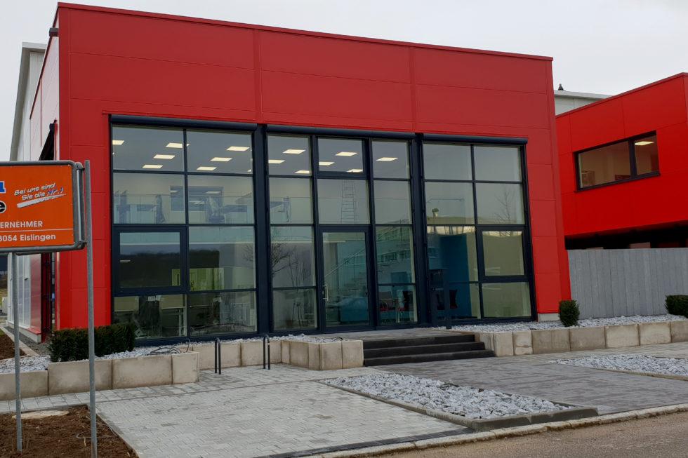 SF-Bau-Anbau best. Lagerhalle-Außenansicht-Außenanlage-Zell-Stahlbau-Schlüsselfertigbau