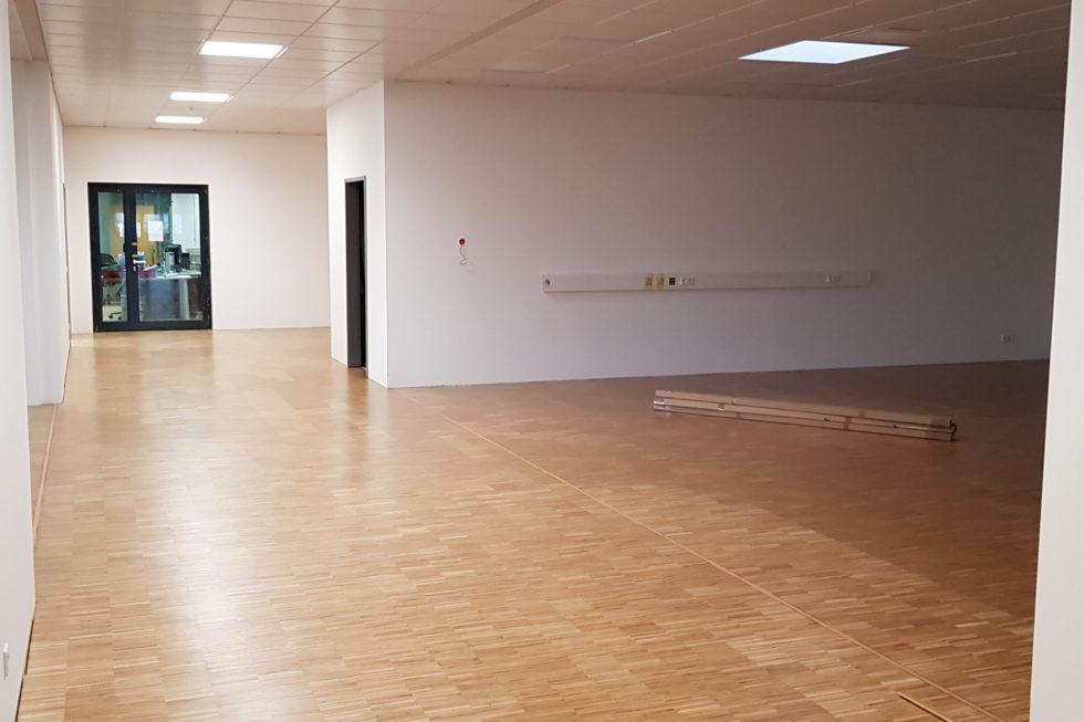 SF-Bau-Parkettboden-Erweiterung best Halle mit Büro-Jebenhausen-Stahlbau-Schlüsselfertigbau