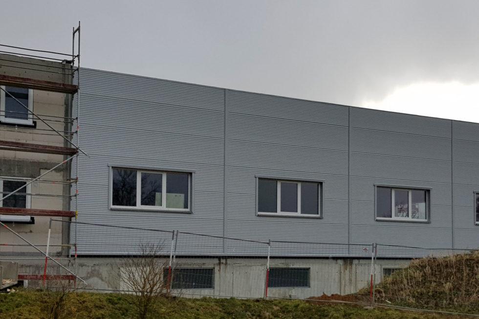 SF-Bau-Fertigstellung Fassade + Fenster, Beginn Innenputzarbeiten-Erweiterung best. Halle-Jebenhausen-Schlüsselfertigbau