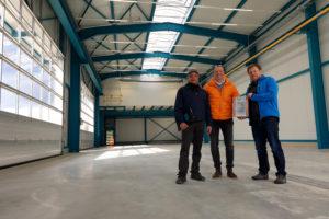 SF-Bau-Urkundenübergabe-Neubau Lagerhalle-Nellingen-Stahlbau-Schlüsselfertigbau