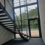 SF-Bau-Geländer Treppenhaus-Neubau Produktionshalle 1 + 2, Bürogebäude und Außenanlagen-Kreeb Göppingen Stauferpark-Schlüsselfertig