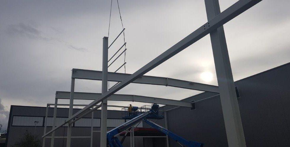 SF-Bau-Stahlbaumontage-Hallenerweiterung an bestehendes Gebäude-Unterensingen-Schlüsselfertigbau