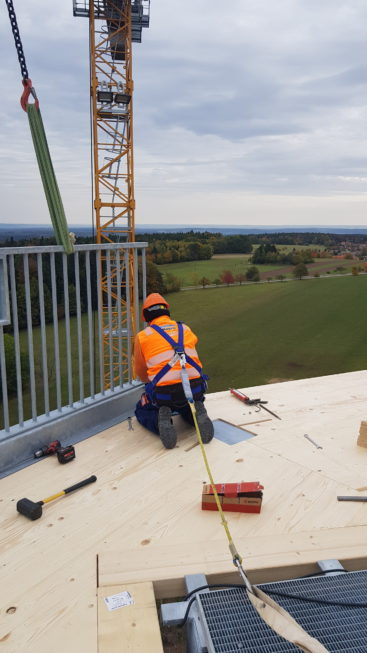 Stahlbau-Geländer montiert-Neubau Aussichtsturm-Schömberg-Stahlbau