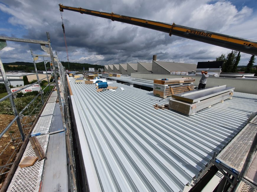 SF-Bau-Dachtrapezblech-Erweiterung Produktionshalle-Weil der Stadt-Schlüsselfertigbau