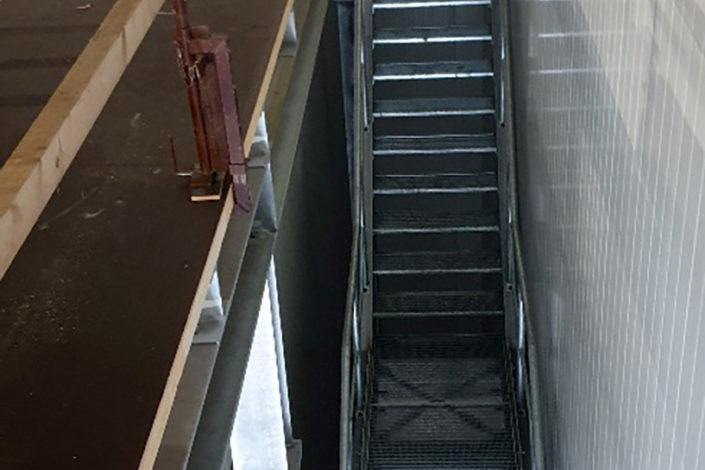 Stahlbau-Tiefkühllager Treppe-Umbau Logistikzentrum-Wiesloch-Stahlbau